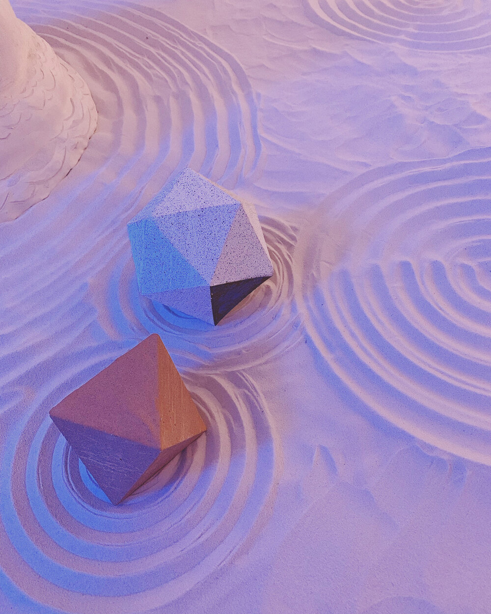 tetrahedrons in combed sand